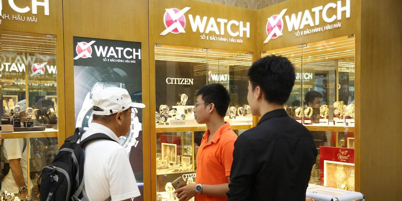 khach hang mua dong ho chinh hang tai Xwatch